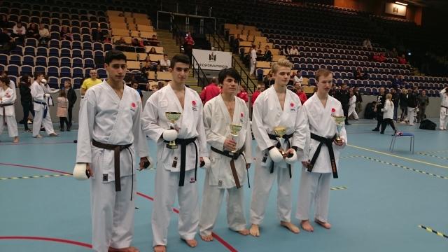 Taqi, silver kumite juniorer öppen klass
